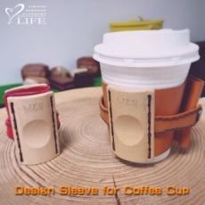 木と革のコーヒースリーブ