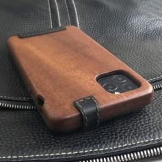 Apple iPhone 11 Pro Max 専用 木と革のデザインケース